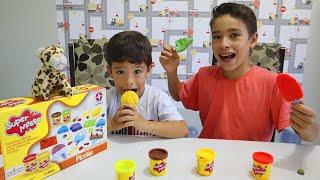 Rafael e João Pedro brincam de Vendedor de Sorvete de Massinha🍦