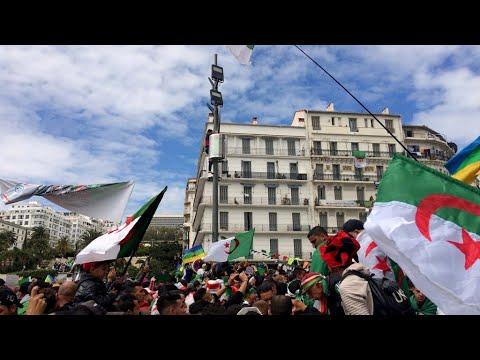 الجزائريون في الشوارع للجمعة التاسعة على التوالي للمطالبة برحيل جميع رموز -نظام- بوتفليقة  - نشر قبل 3 ساعة