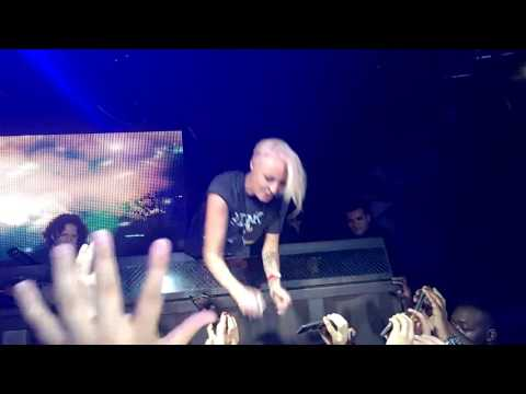 Emma Hewitt -  Waiting (LIVE) HD