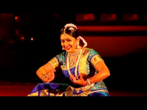 Navya Nair performing Bharatanatyam Dance at Nishagandhi Festival (1)