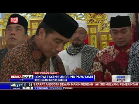 Jokowi Layani Langsung Makanan Untuk Kyai Dan Ulama Di Istana