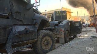 Иракский спецназ и американские журналисты попали в засаду игиловцев. Русский перевод.