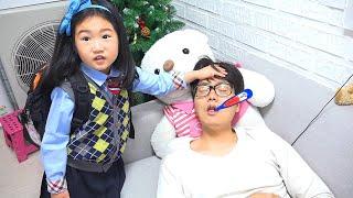 Boram é médico por um dia e ajuda o pai ♥ Pretend Play With Doctor