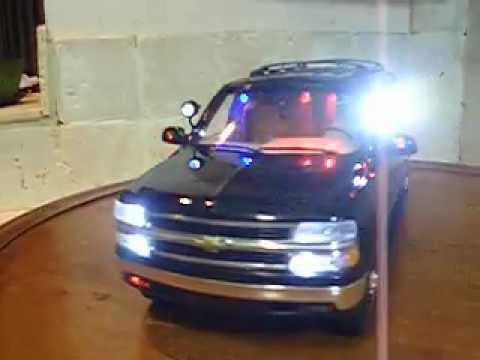 1/18 S.W.A.T. Chevy Suburban Police Ut lights and siren ...