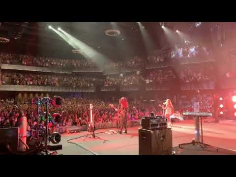 Ken Andrews - 6,000 Strong in DC Sing-Along to Maren Morris My Church