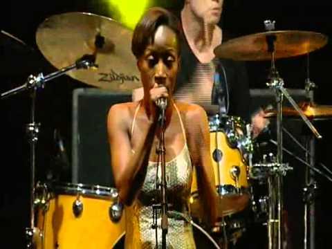 Rokia Traoré LIVE @ Nuits du Sud, Vence (France).mp4