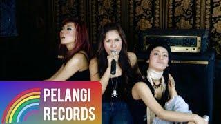 Video Dewi Dewi - Ini Gila Ini Cinta (Official Music Video) download MP3, 3GP, MP4, WEBM, AVI, FLV Oktober 2017
