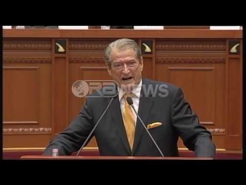 Ora News - Ish-kryeministri: Unë jam Sali Berisha, ju të gjithë më dukeni si plehra