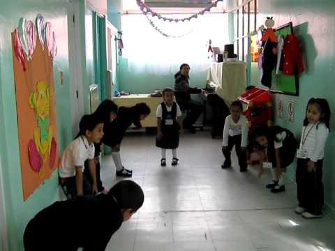 Clases para ni os cantos y juegos youtube for Actividades en el salon de clases