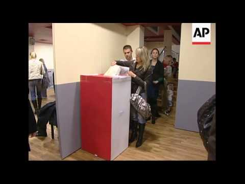 Long queues as Poles based in UK vote in elections