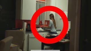 دخلت هذه الفتاة الى المطبخ ليلًا  من أجل ان تشرب ماء و لكن بعد دقيقة واحدة .. كانت المفاجئة !!