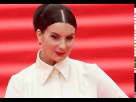 49-летняя Екатерина Стриженова в платье с цветочным принтом выглядит словно юная девушка