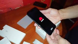 Розпакування Huawei P smart plus