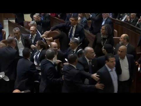 شاهد: طرد النواب العرب من الكنيست الإسرائيلي قبيل كلمة نائب دونالد ترامب…  - نشر قبل 54 دقيقة