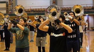 ルポ「踊るマーチングバンド―愛町吹奏楽団の魅力―」