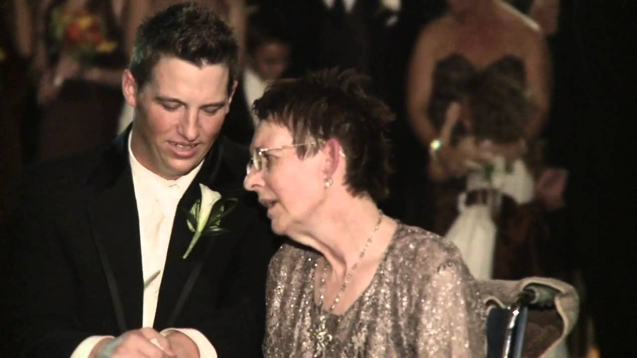 Groom shares emotional dance with mother battling ALS - YouTube