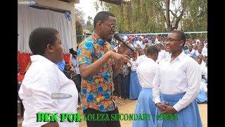 Ben Pol aulizwa swali la Kiingeleza  na mwanafunzi wa Loleza Mbeya had Ommy Dimpoz kadata