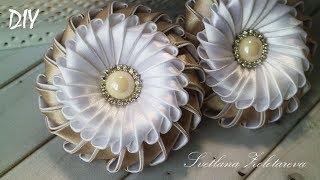 Bela flor de fita Marshmallow