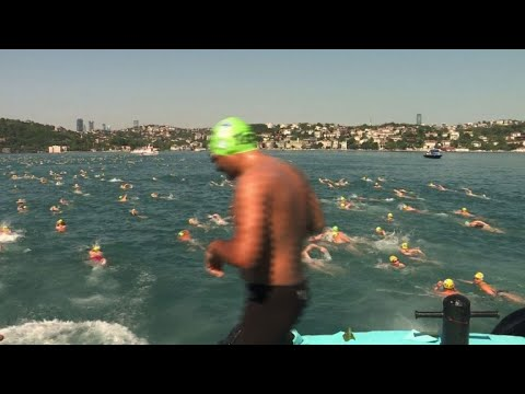 Thousands swim across the Bosphorus