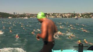 Thousands swim across the Bosphorus