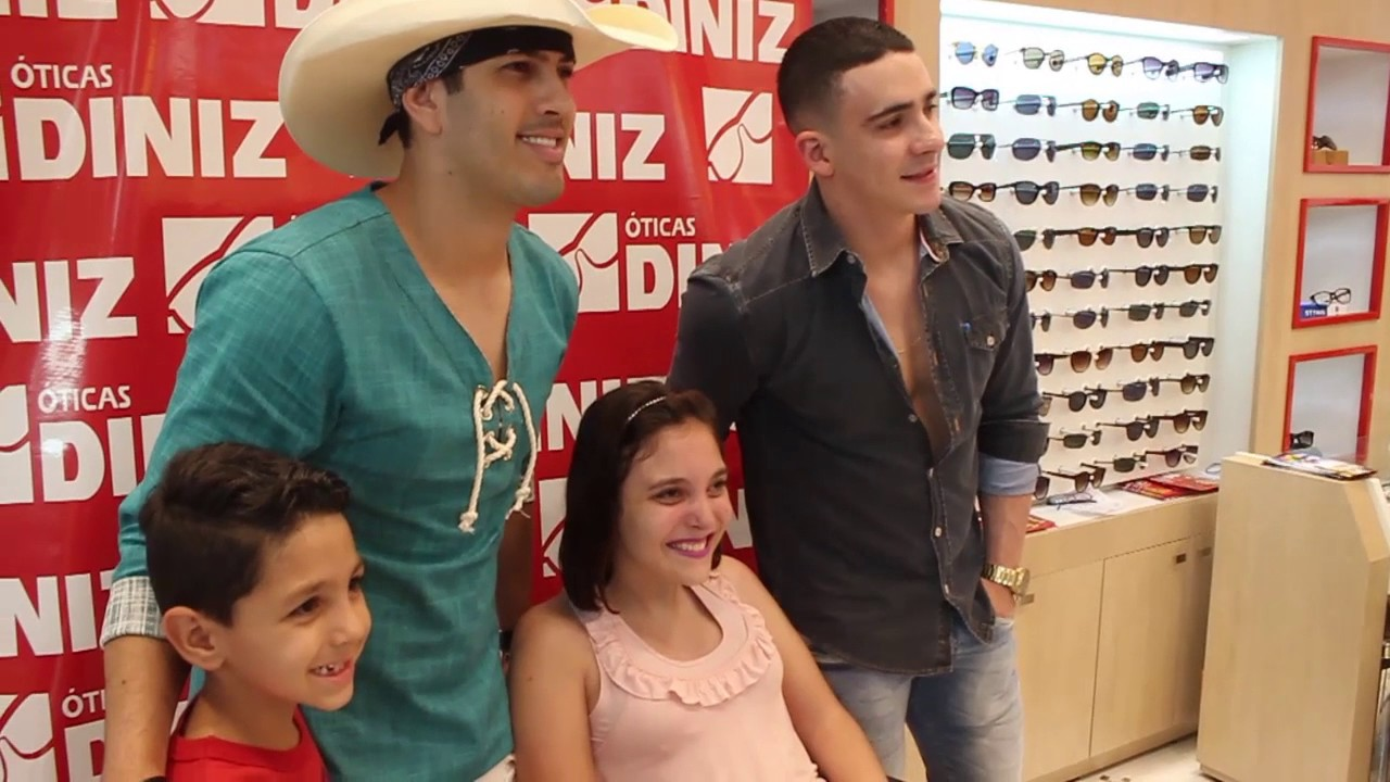 e83b15d45 Pedro Paulo e Alex - Inauguração da nova loja da Óticas Diniz - YouTube