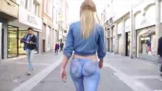 Repeat youtube video สาว 18 เเก้ผ้าเดินกลางตลาดเเต่ไม่มีใครรู้ Elle se balade cul nu dans la rue
