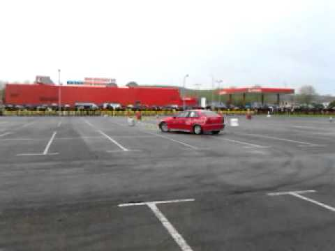BMWs en slalom de navia 2012