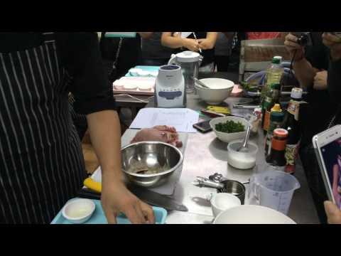 วิธีการทำสเต็กหมู การหั่นเนื้อและการหมักซอส by Chloe