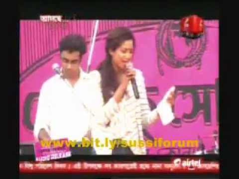 shreya ghoshal performing with Anupam Roy at hemlock society music launch