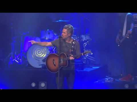 Ed Roland   Collective Soul Freaks out and kicks someone part 1