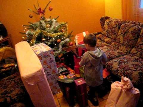 Noël, Arthur découvre ses cadeaux