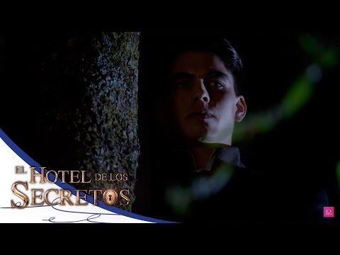 Jacinto descubre a Isabel y Julio juntos - El Hotel de los Secretos*