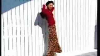 広末涼子  跳んでいて、ジャンプしているフラッシュ