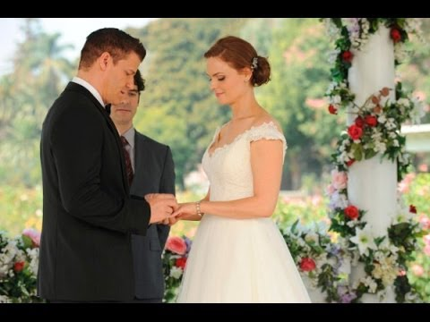 In the TV show Bones when do Dr. Brennan and Agent Booth start dating