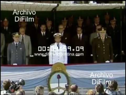 DiFilm - Acto militar aniversario del golpe en Argentina (1982)