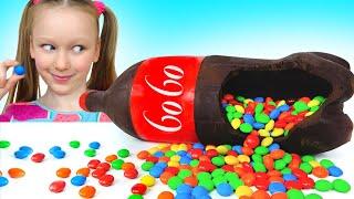 Лиза хочет газировку - Миша и папа превращают колу в шоколад