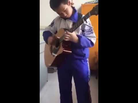 13 year old self taught chinese guitar prodigy plays ac dc 39 s thunderstruck youtube. Black Bedroom Furniture Sets. Home Design Ideas