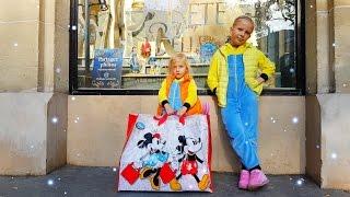 ВЛОГ  ГИГАНТСКАЯ БАШНЯ Шоппинг в Париже Видео для детей toys for kids