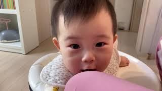 9개월 아기의 간식먹는 시간(feat.치즈)