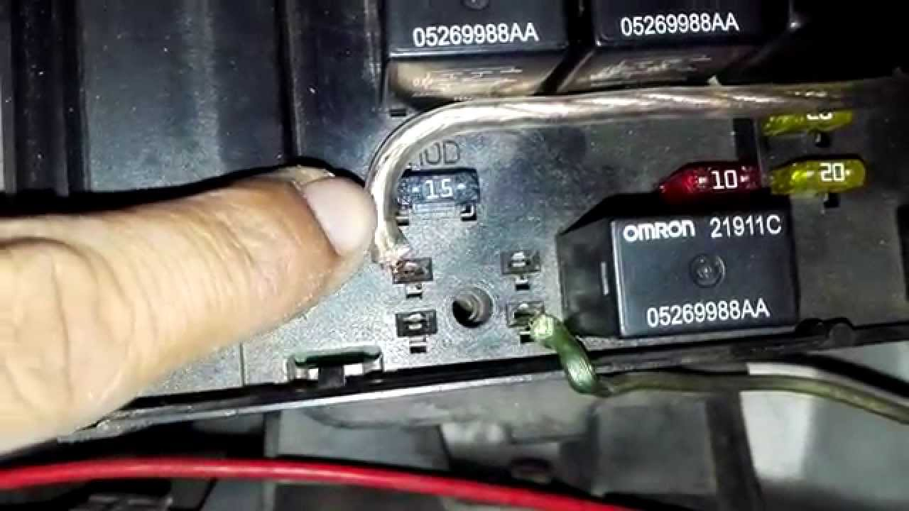 No Sound ** Amp Not Turning On ** infinity chrysler 2001/07. - YouTube