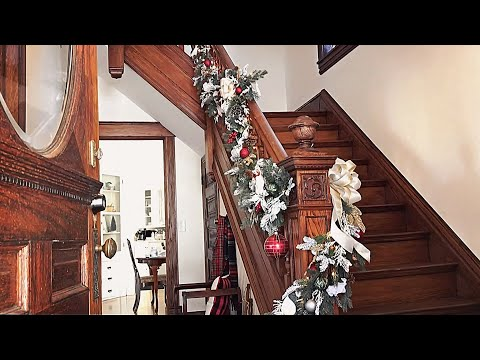 Christmas Staircase Garland  - How To Decorate A Staircase For Christmas