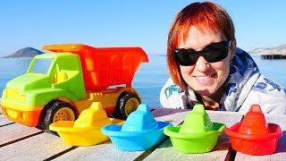 Машинки и сюрпризы на пляже. Видео для малышей Капуки Кануки