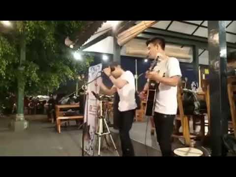 Free Download Cover Lagu Keren Mungkinkah Stinky Mp3 dan Mp4