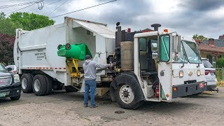 CCC LET2 - E-Z Pack HCSLA Manual Side Load Garbage Truck