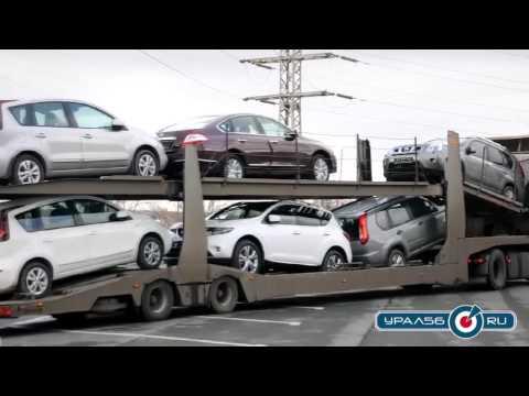 Из автосалона Ниссан в Орске вывозят автомобили