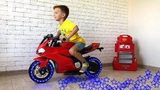 Марк превратил новый мотоцикл Ducati в большой Мини Байк.