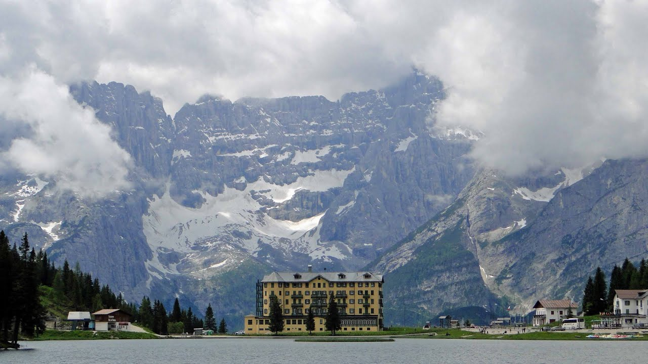 Lake Misurina With Hotel Royalty Free Stock Photography - Image ...