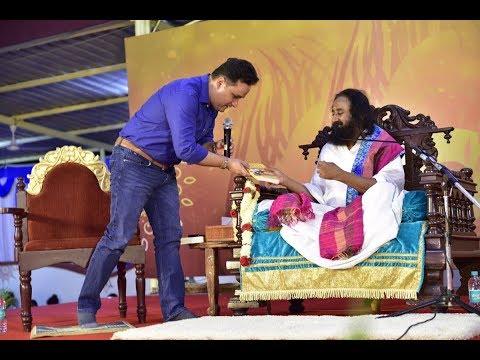 Immortal India - Book Launch | Amish Tripathi seeks blessings from Gurudev Sri Sri Ravi Shankar