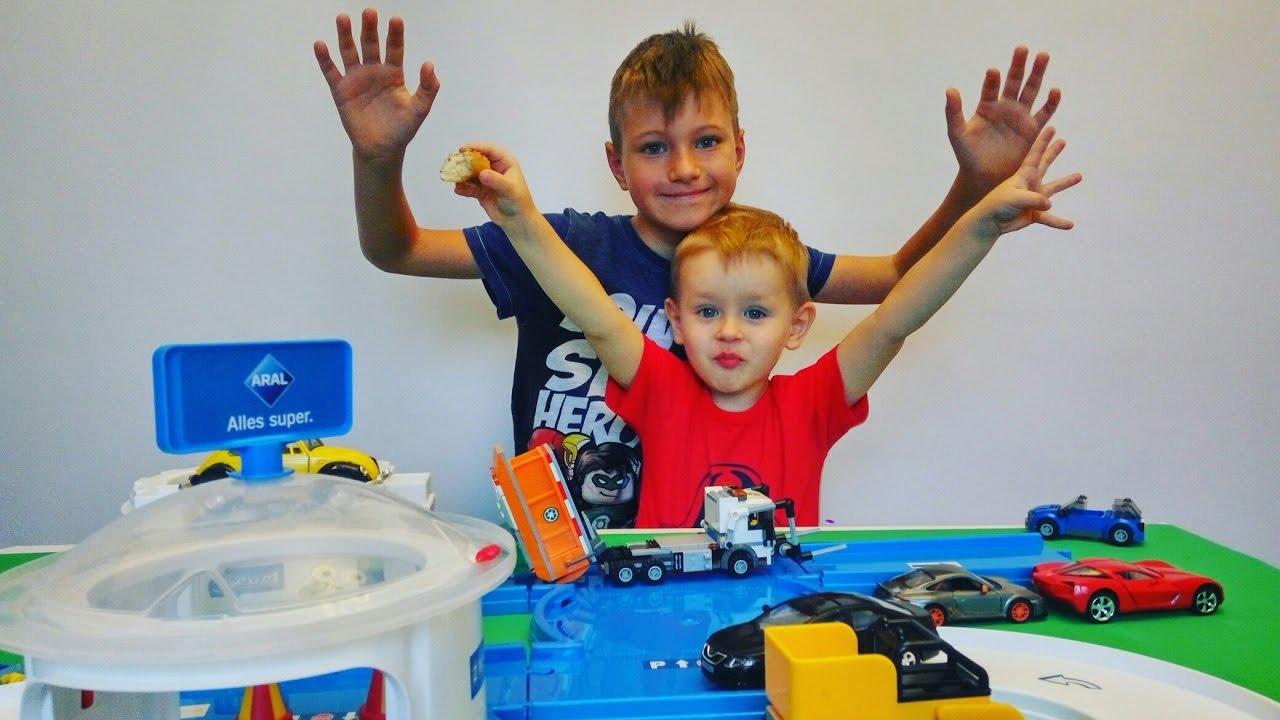 #Машинка врезалась! ????Гонки и #машинки для мальчиков! Играем с братом Тимой ????