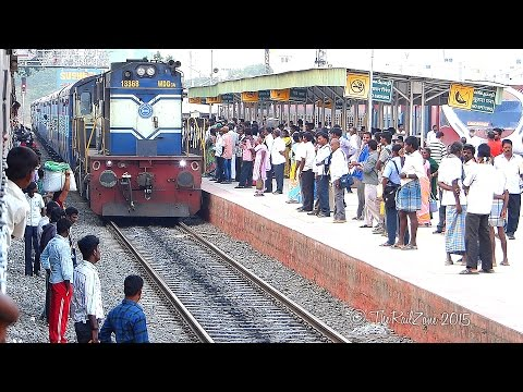 People boarding WRONG SIDE of Train : Indian Railways
